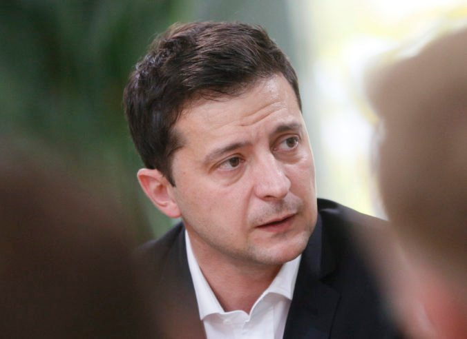 Rusko stiahlo z blízkosti ukrajinských hraníc iba zlomok vojakov, tvrdí prezident Zelenskij