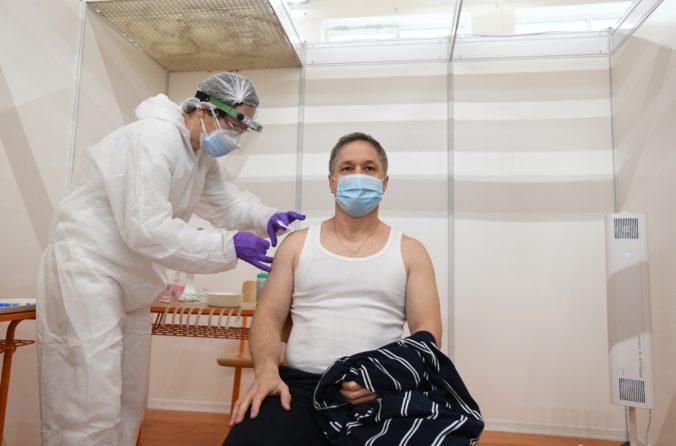 Očkovanie na Slovensku sa posunie bližšie k zamestnancom, najväčšie priemyselné podniky to vítajú