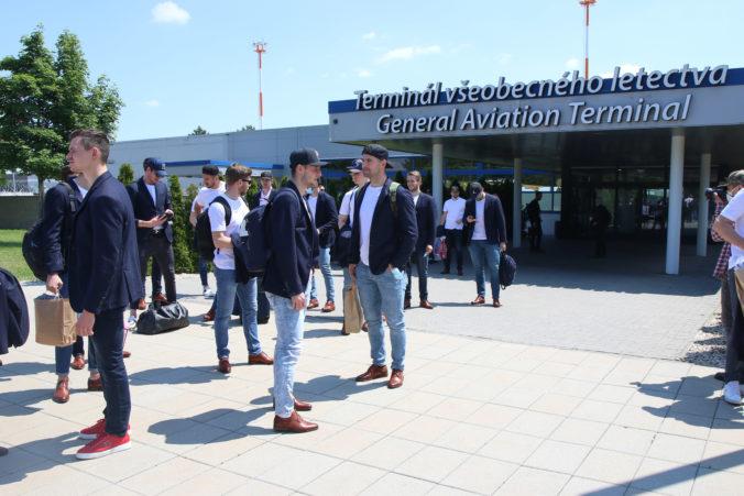 Slovenskí hokejisti prileteli z MS v Rige domov, Cehlárik je napriek vypadnutiu hrdý na chlapcov (video)
