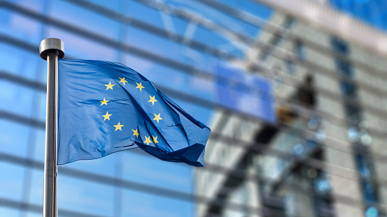 Európania vnímajú Úniu pozitívne, požadujú však reformy a rýchlejší prístup k vakcínam
