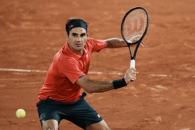 Federer v polnočnej bitke premohol Koepfera, ale uvažuje nad odstúpením z Roland Garros (video)