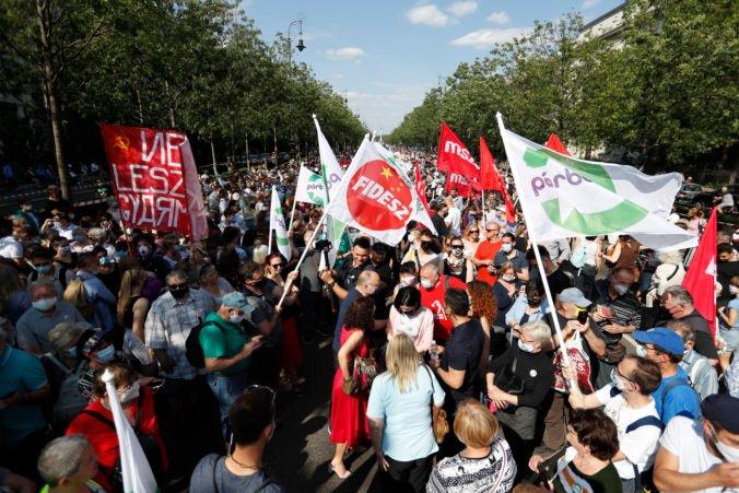 Tisíce ľudí v Budapešti protestovali proti plánom Orbána, nepáči sa im otvorenie pobočky čínskej univerzity