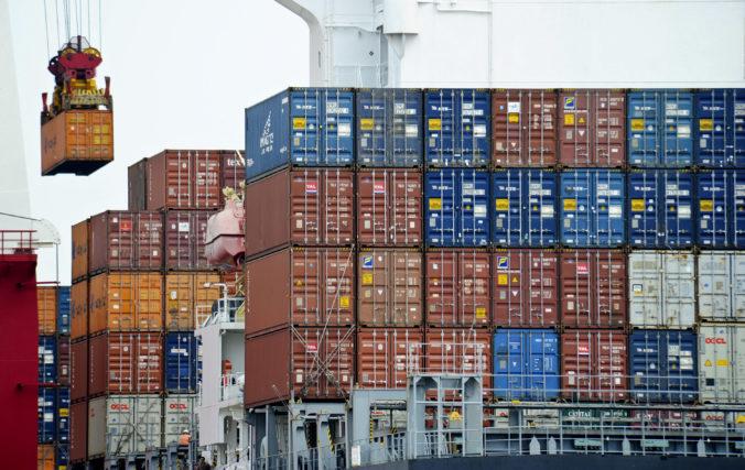 Deficit americkej obchodnej bilancie v apríli v porovnaní s marcom klesol o viac než osem percent
