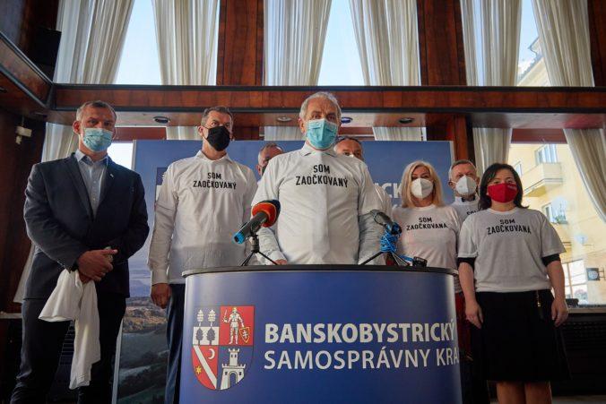 Politické strany v Banskobystrickom kraji prijali spoločné vyhlásenie, vyzvali ľudí k očkovaniu proti COVID-19 (video)