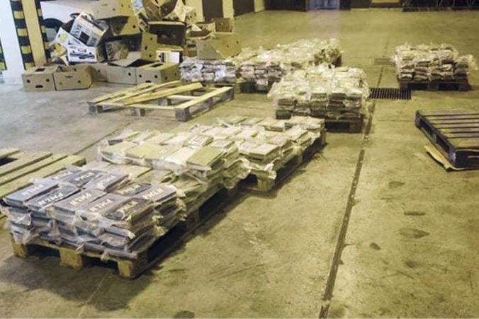 Colníci v zásielke banánov natrafili na rekordné množstvo kokaínu (foto)