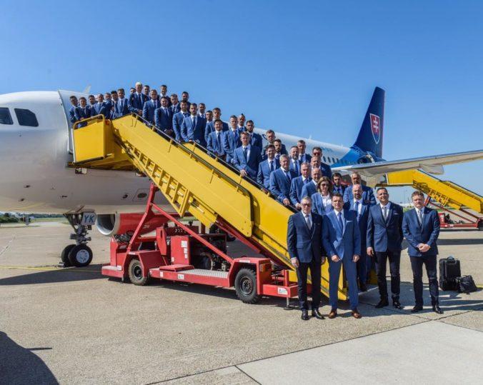 Slovenská futbalová reprezentácia odletela do Petrohradu, hráči veria v úspešný vstup do šampionátu