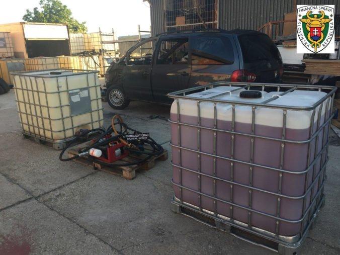 Colníci zadržali nelegálnych obchodníkov s minerálnym olejom, štátu spôsobili škodu takmer 80-tisíc eur (foto)