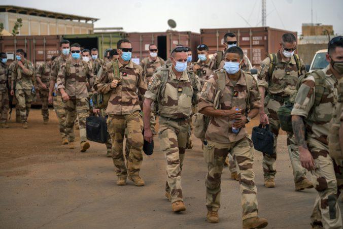 Francúzsko chce pretransformovať vojenskú operáciu proti islamskému extrémizmu v Mali