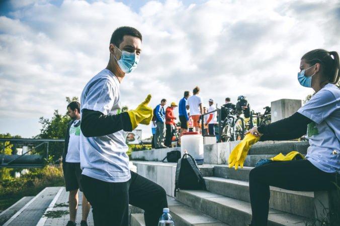 Slovensko vylepšuje viac ako 5 000 dobrovoľníkov. Kde všade ich stretnete?