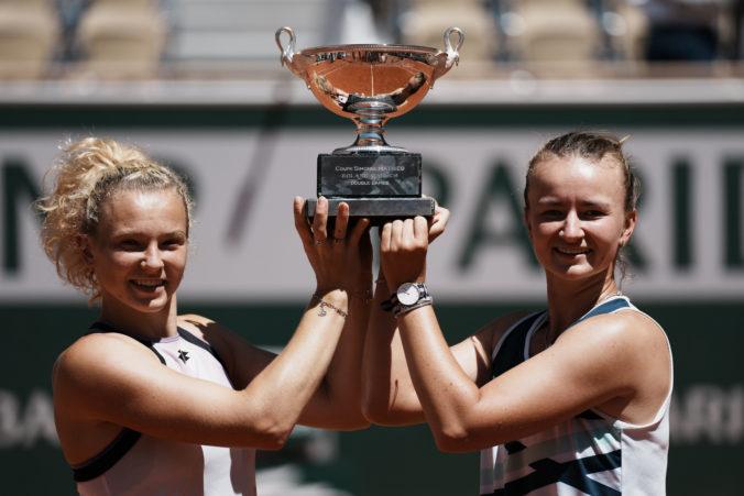 Barbora Krejčíková získala na Roland Garros double a uznanie od legendárnej Navrátilovej