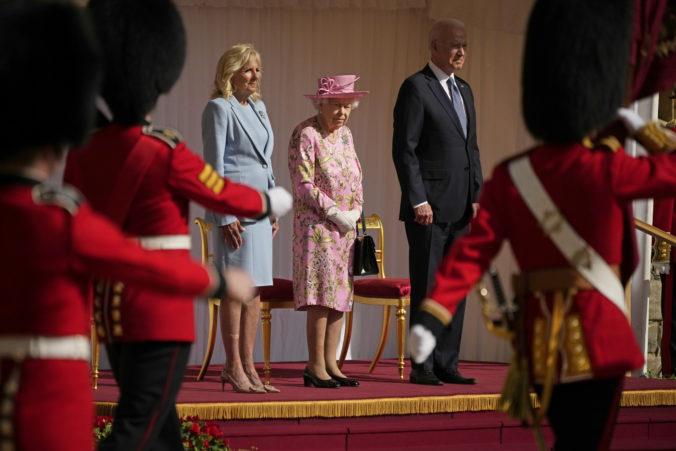 Britská kráľovná Alžbeta II. privítala na hrade Windsor prezidenta USA Joea Bidena s manželkou