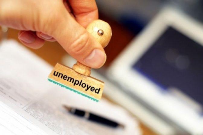 Počet poberateľov dávky v nezamestnanosti mierne vzrástol, dôvodom je aj predĺženie poberania