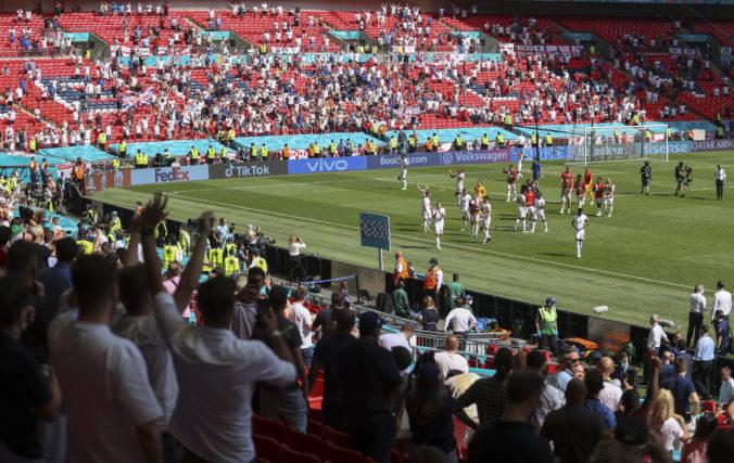 Fanúšik vo Wembley spadol z tribúny počas zápasu na ME vo futbale, leží v kritickom stave v nemocnici