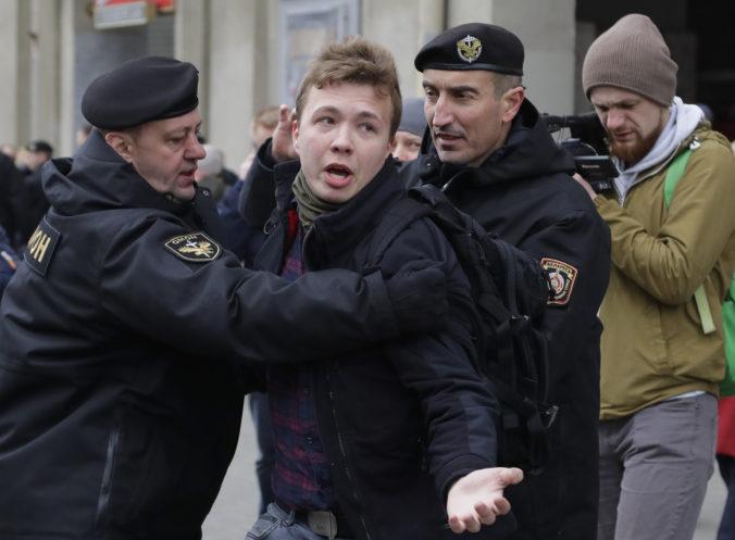 Na tlačovú konferenciu priviedlo novinára Prataseviča, novinári reagovali odchodom