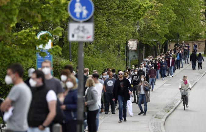 Nemecko hlási najmenej nakazených za deväť mesiacov, plánuje zmierňovať pravidlá pre nosenie rúšok
