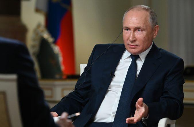 Putin prirovnáva kroky proti opozícii k zatýkaniu výtržníkov z amerického Kapitolu