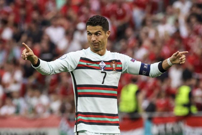 Coca-Cola zaznamenala citeľný prepad akcií, môže za to Christiano Ronaldo (video)