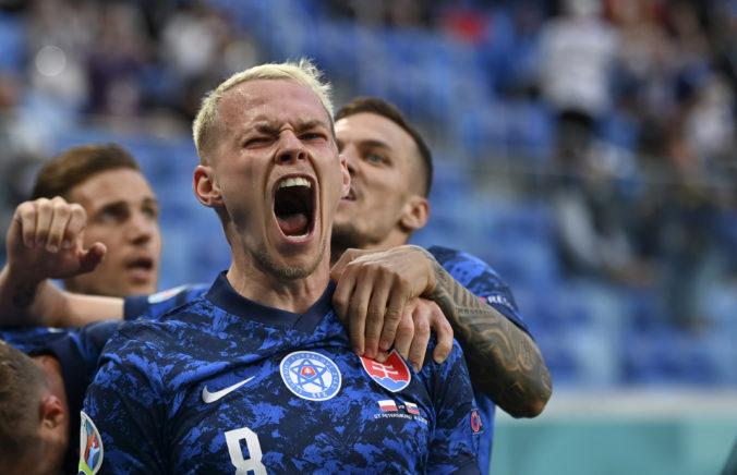 Slovenskí futbalisti sú po úspešnom vstupe do ME v dobrej nálade, už sa však chystajú na Švédov