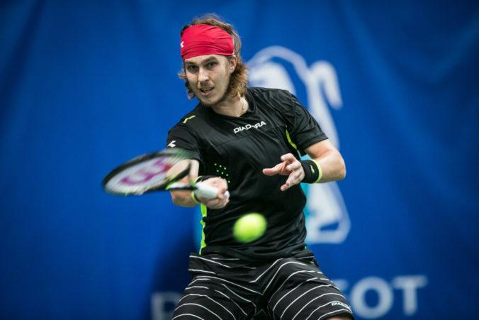 Lacko sa o ďalšie prekvapenie v Halle nepostaral a po prehre s Harrisom na turnaji skončil