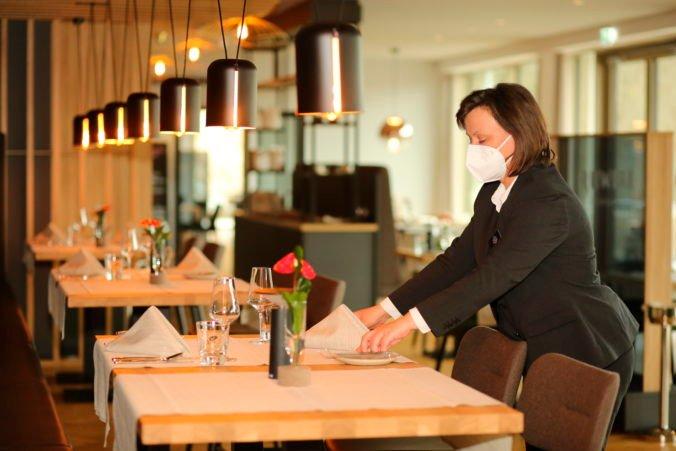 Reštauráciám a hotelom pred letom chýba až 40-tisíc ľudí, pomôcť by mohlo zníženie DPH