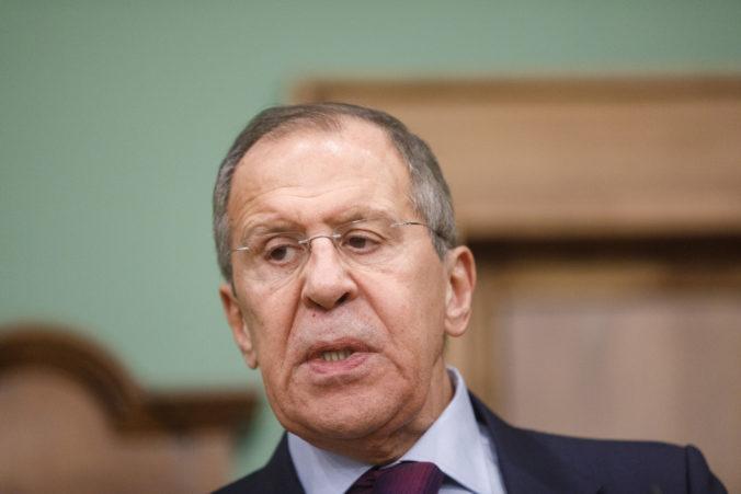 Stranu Jednotné Rusko povedú do volieb Šojgu s Lavrovom, Medvedev je pre stranu záťaž