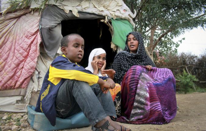 Svoje domovy museli opustiť i napriek pandémii milióny ľudí, státisíce boli ešte deti