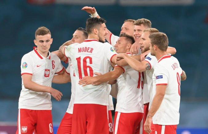 Poliaci sa po remíze so Španielskom udržali v hre o osemfinále, mladík Kozlowski je novým rekordérom ME