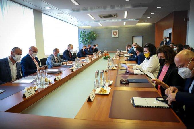 Štátni tajomníci riešili Akčný plán koordinácie boja proti hybridným hrozbám, kľúčové sú aj investície do ľudských zdrojov