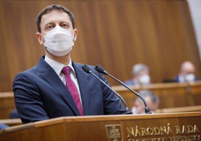 Heger odmieta tvrdenia o štátnej korupcii pri zákazke Slovenskej pošty, niektorí poslanci neveria v transparentné obstarávanie