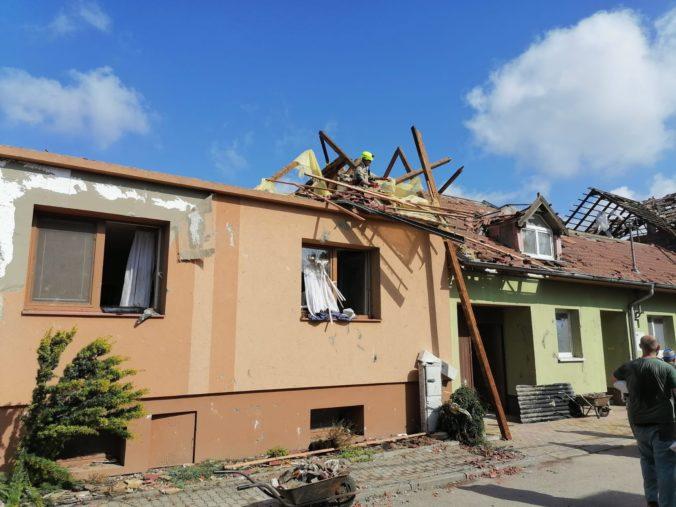Šok a zúfalstvo v Česku či žijúce peklo, opisujú pustošiace tornádo zahraničné médiá