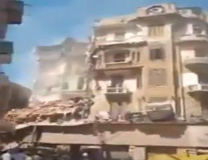 V Alexandrii sa zrútila obytná budova, zahynulo najmenej päť žien (video)