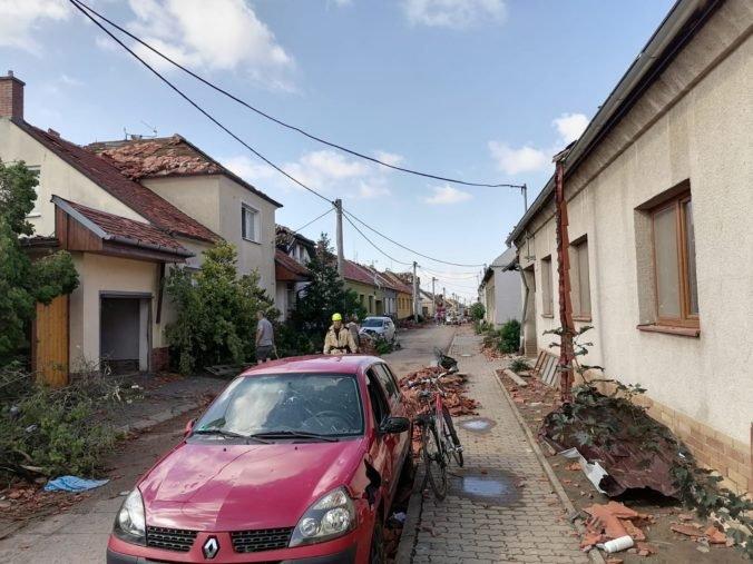 V obciach na Južnej Morave strhnú po tornáde vyše 60 domov, nehlásia žiadnych nezvestných