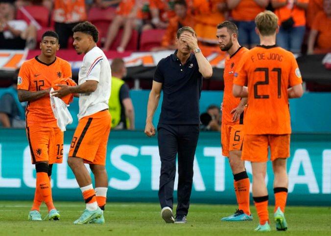 Holanďania po prehre s Čechmi na ME vo futbale nešetria trénera De Boera, zaplatili sme daň za hlúposť