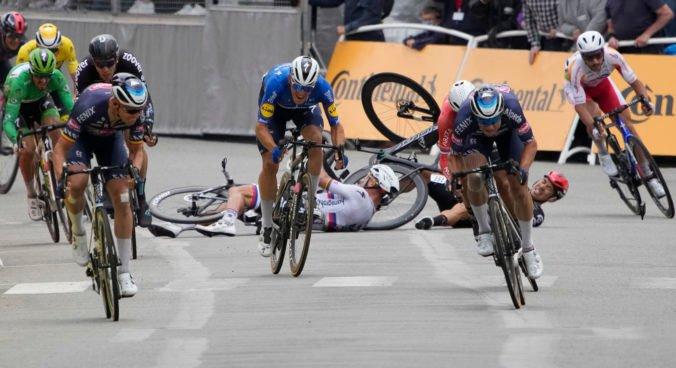 Sagan má po páde v 3. etape Tour de France 2021 hlboké rany na pravom boku aj veľký hematóm (video)