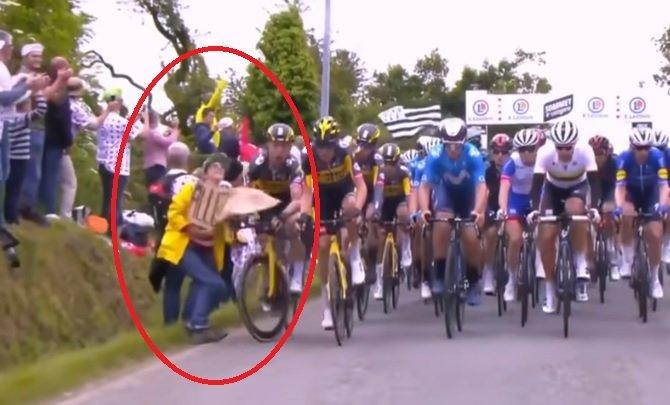 Polícia zatkla ženu, ktorá spôsobila hromadný pád cyklistov na Tour de France 2021