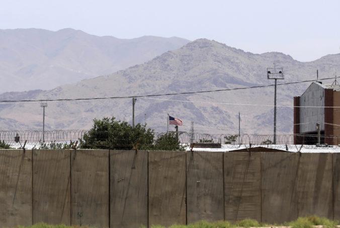 Američania odovzdali leteckú základňu Bagram v Afganistane, stiahli sa z nej po 20 rokoch