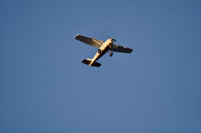 Pri Opave havarovalo malé lietadlo s piatimi ľuďmi na palube, nedokázalo nabrať potrebnú výšku