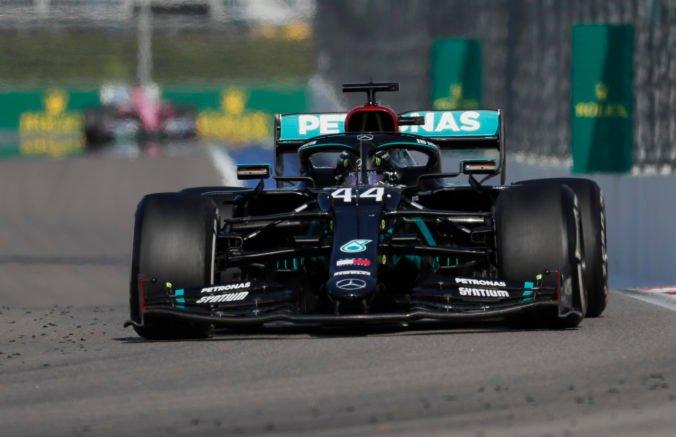 Spojenie Hamilton a Mercedes pokračuje, dohodli sa na predĺžení kontraktu