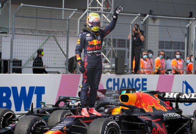 Verstappen na Veľkej cene Rakúska zavŕšil víťazný hetrik, Hamilton výrazne zaostal