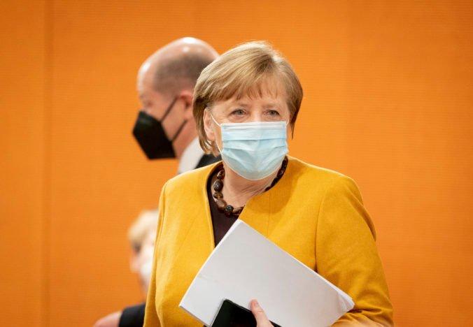 Pokuty za zmeškané očkovanie sú pre Merkelovej vládu neprípustné, ľudí chcú motivovať a nie odstrašiť