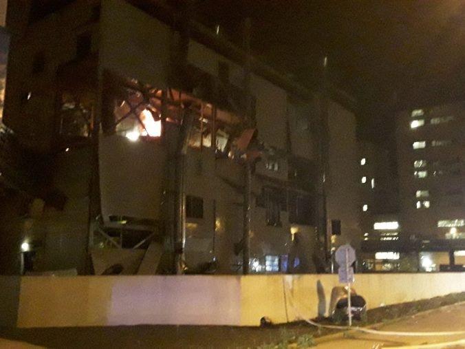 Výbuch v chemickej továrni v Lovosiciach spôsobil únik hexánu, hasenie skomplikovala statika budovy (foto)