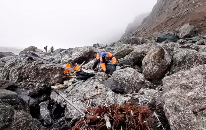 Záchranári našli telá všetkých obetí havárie lietadla na Kamčatke, rodiny obetí dostanú miliónové odškodné