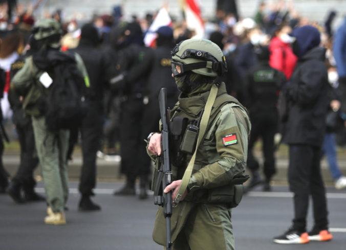 Bieloruské úrady zatkli desiatky novinárov, obviňujú ich z extrémizmu