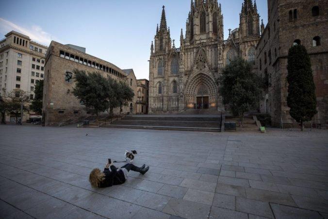 Zákaz vychádzania počas núdzového stavu bol protizákonný, uznal španielsky ústavný súd