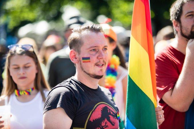 Európska komisia začína konania proti Maďarsku a Poľsku pre porušenia základných práv LGBTIQ osôb