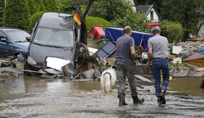 Smrtiace povodne v Nemecku si už vyžiadali 80 obetí, stovky ľudí zostávajú nezvestné (foto)