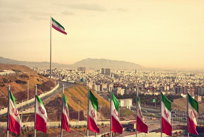 Južný Irán zasiahlo jedno väčšie zemetrasenie a 10 menších, zranených ani škody nehlásia