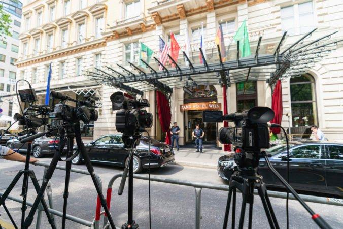 Spojené štáty vyšetrujú sériu záhadných ochorení amerických diplomatov vo Viedni