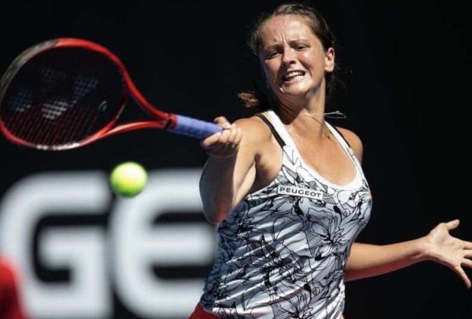 """Kužmová v trojsetovej bitke zdolala sedmičku """"pavúka"""" a na turnaji WTA v Gdyni je v osemfinále"""