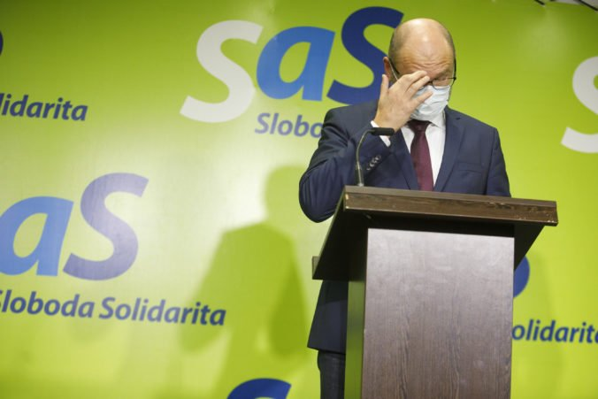 Na odškodňovací zákon nie sú v rozpočte peniaze a Matovič hádže vinu na Sulíkovu SaS